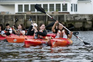 Mount students in kayaks on the Hudson River.