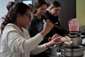 Mount students enjoy study and sundaes