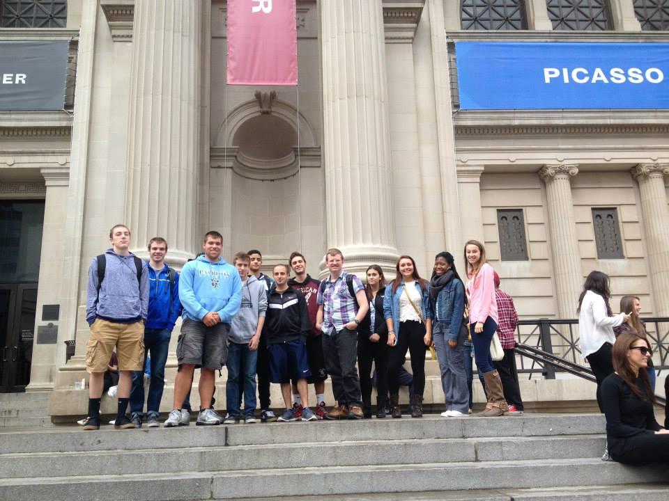Students standing in front of the Metropolitan Museum of Art