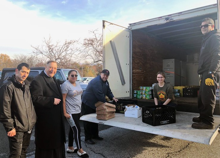 Hungry to serve: Mount students donate about $1,700 worth of food for Thanksgiving