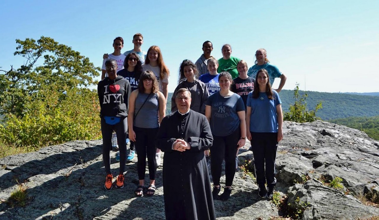 Mount students build faith through Campus Ministry retreat